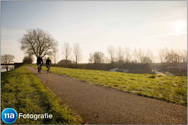 Wielerfoto gemaakt bij de brug bij Heusden